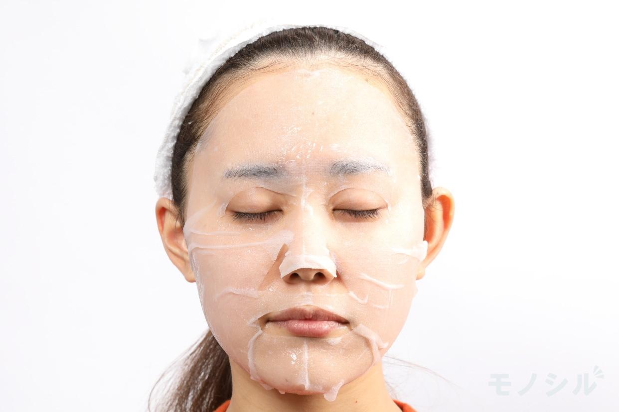 MINON(ミノン) アミノモイスト ぷるぷるしっとり肌マスクの実際に商品をつけた様子