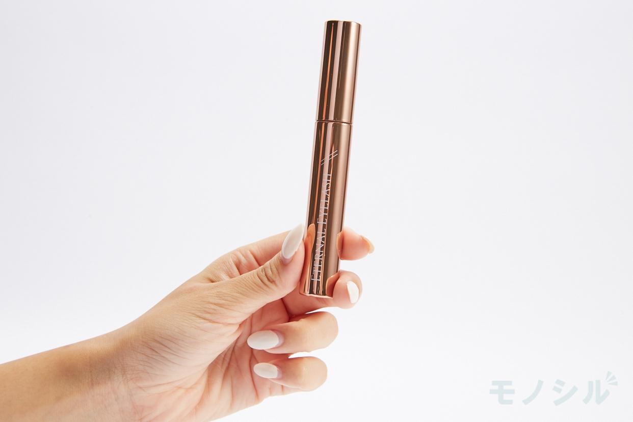 RUBAN BLANC(リュバン ブラン)エターナルアイラッシュの商品を手で持って撮影した画像