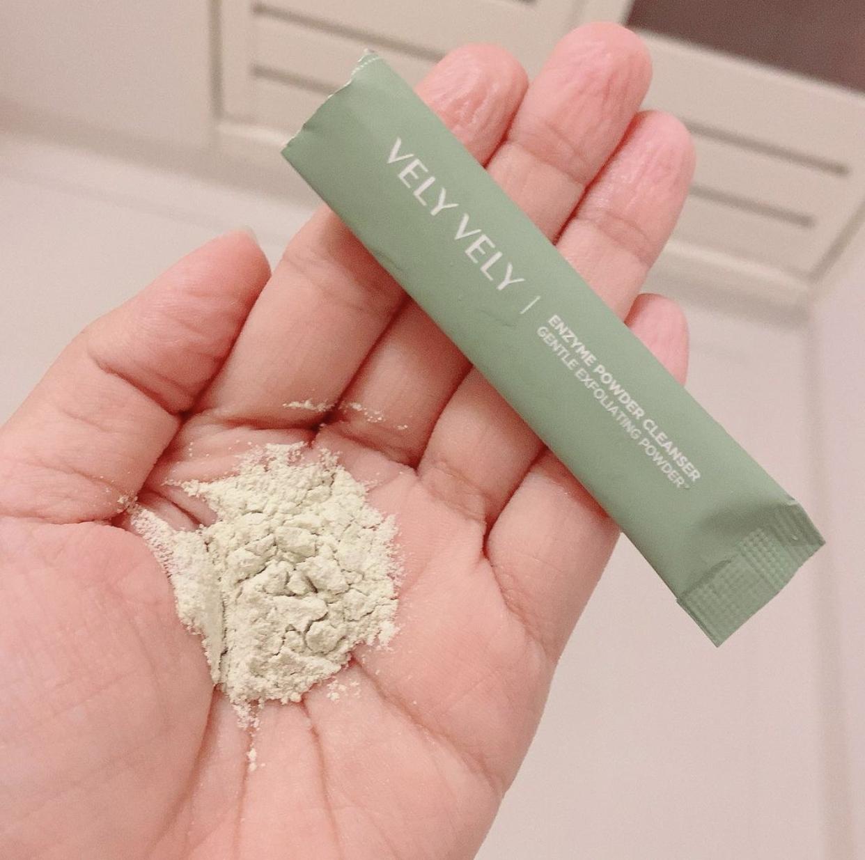 VELY VELY(ブリーブリー) 酵素洗顔パウダーを使ったYocchinさんのクチコミ画像2