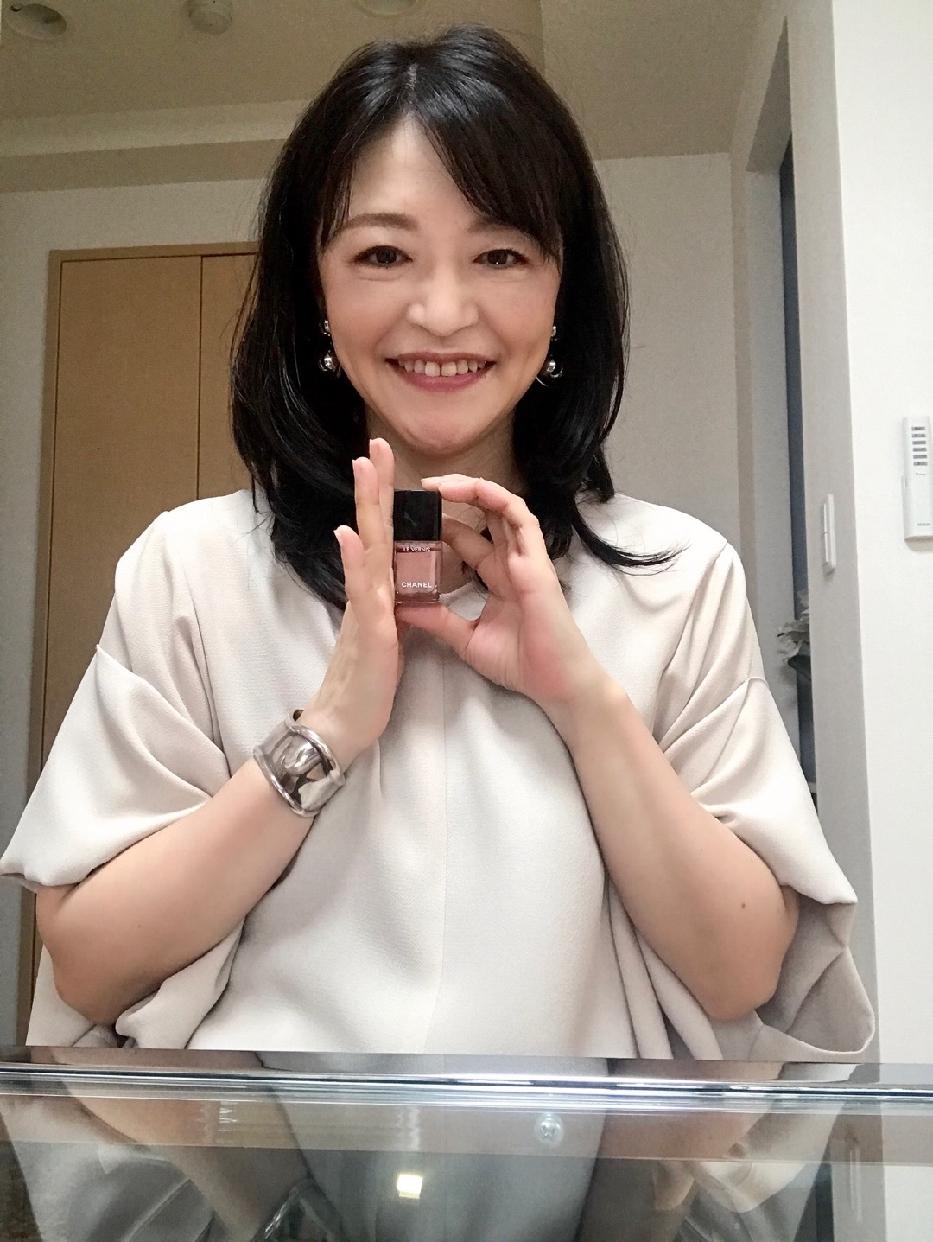 CHANEL(シャネル)ヴェルニ ロング トゥニュを使った 小島 葉子さんの口コミ画像1