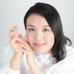 喋れる美容家 / メーキャップアーティスト / メイク講師 / 通販プレゼンター | 佐藤 暁子